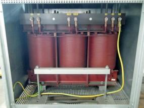 100 kVA, 500/399 V, Dyn5, Trockentrafo mit Gehäuse